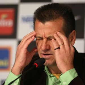 Dunga acusado de sonegação e agenciamento de jogadores (foto: reprodução)