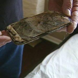 O aparelho derreteu e ficou irreconhecível (foto: Reprodução/4FOx)