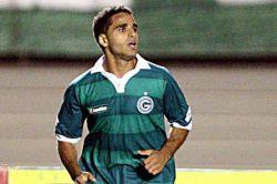 Douglas é formado nas categorias de base do Goiás e foi revelado pelo técnico Émerson Leão, em 2009 (Foto: Reprodução)