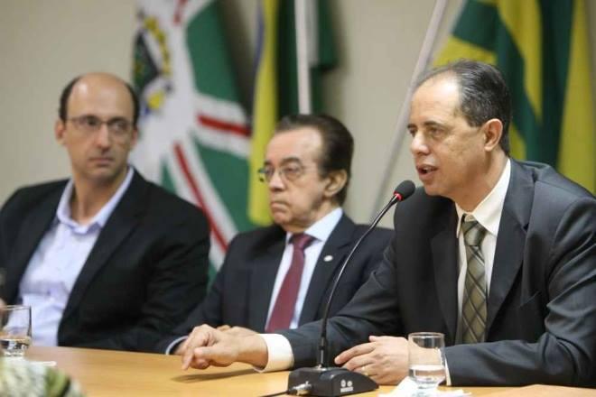 Glaucus Moreira, José Evaristo e José Carlos apresentam aos empresários o projeto, que já tem parecer favorável da SEFAZ Crédito: Zuhair Mohamad.