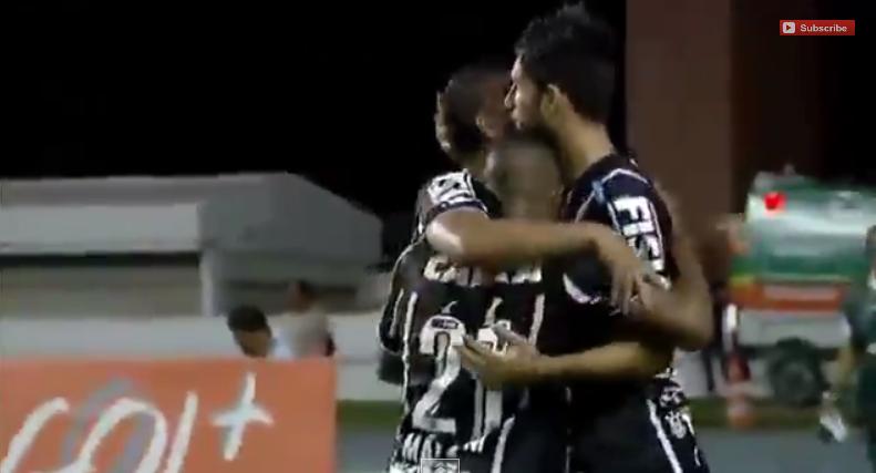 Jogadores do Corinthians comemoram o gol da vitória