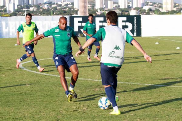Último treino antes de duelo contra o Grêmio (Foto: Site Goiás)