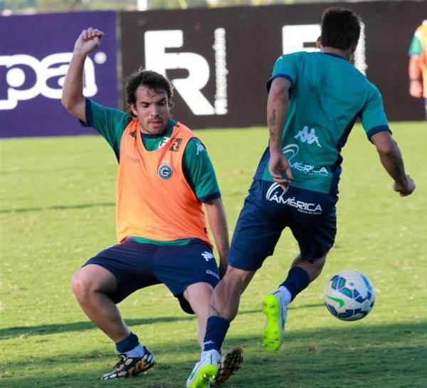 Davis está de volta ao time titular após dois meses machucado (Foto: Site Goiás)