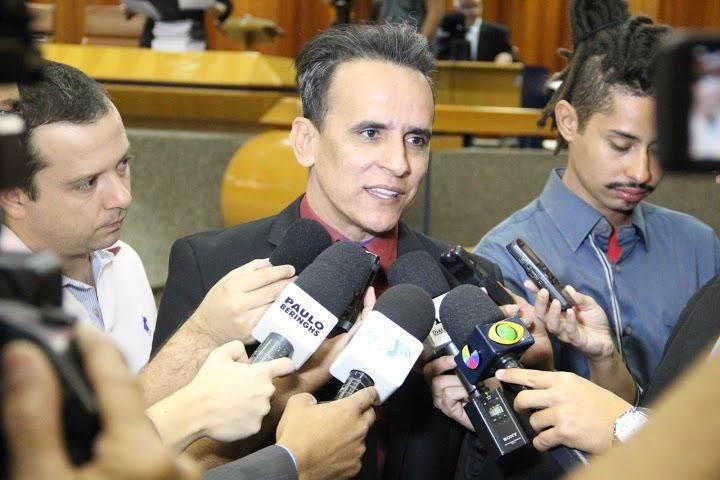 Zander Fábio em entrevista na Câmara (Foto: Alberto Maia)