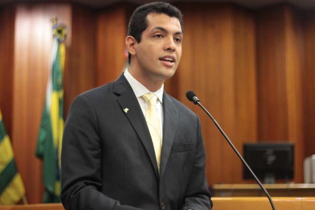 Thiago discursa na Câmara Municipal