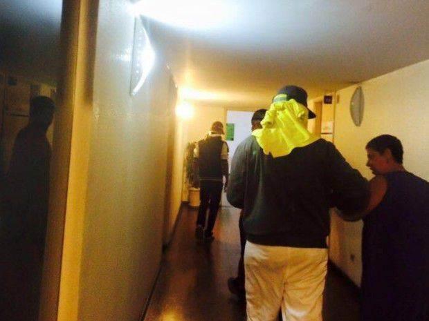 A assessoria de imprensa do órgão afirmou que os jovens, de rostos cobertos, chegaram a desligar a energia e pedir a saída dos funcionários (Foto: Seduce)