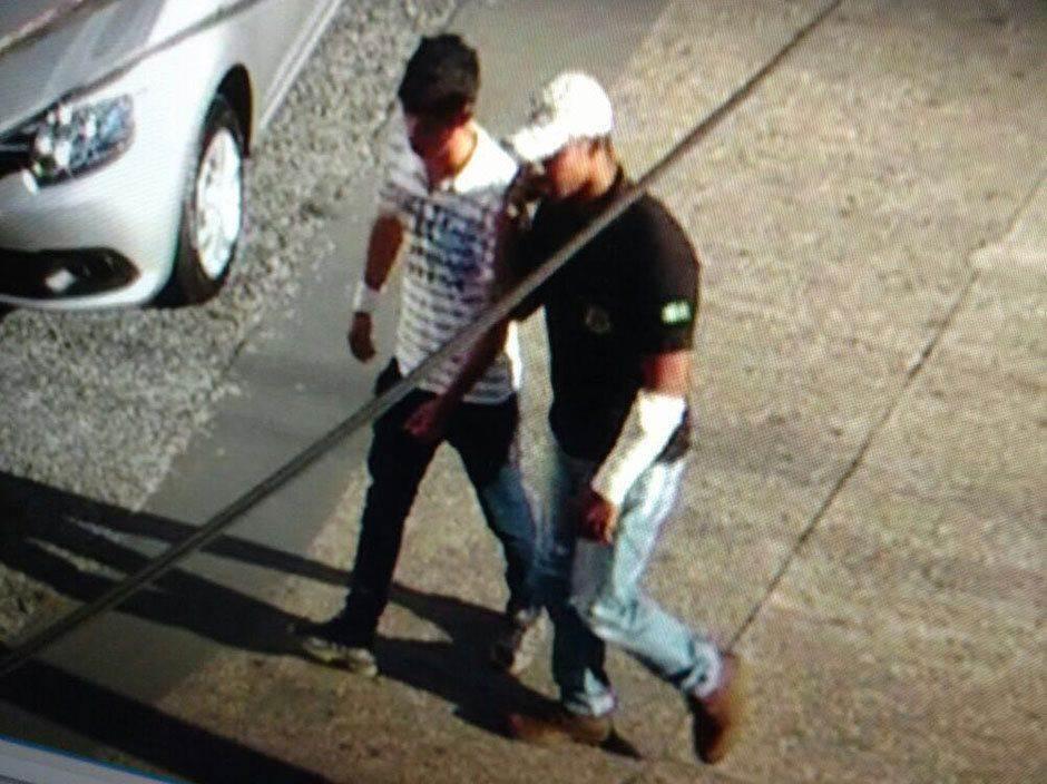 Dupla enganou funcionários da empresa (Foto: Reprodução / Câmeras de Segurança)