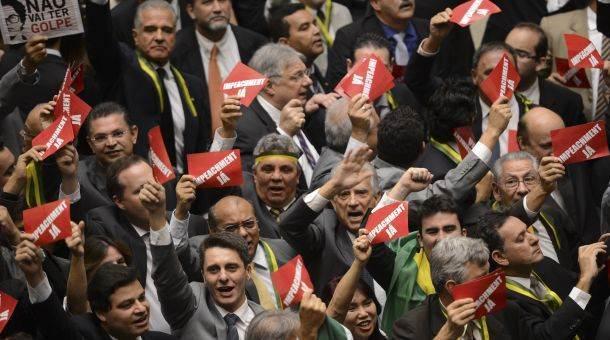 Deputados defendem impeachment de Dilma no plenário do Congresso (Foto: Fabio Rodrigues Pozzebom/ Agência Brasil)