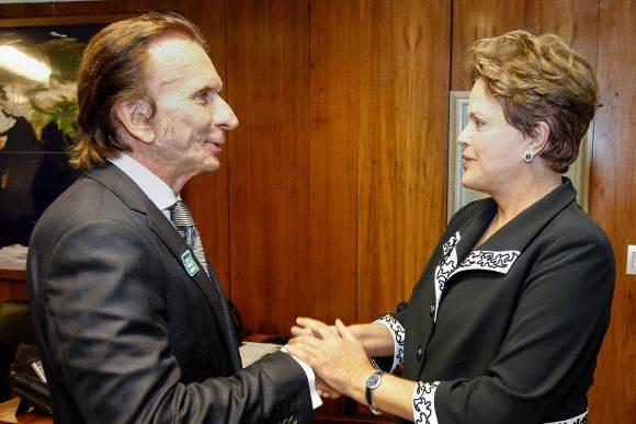 Ex-piloto Emerson Fittipaldi e presidente Dilma Rousseff (Foto: Reprodução)