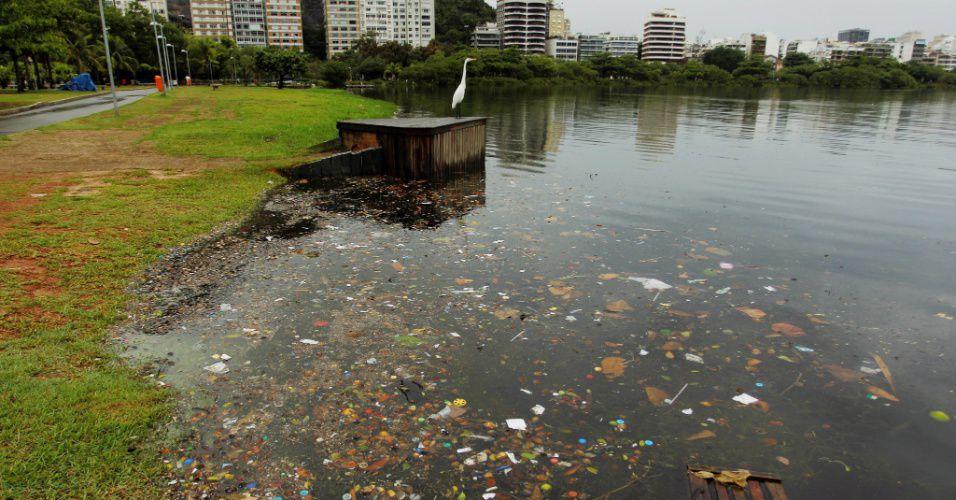 Lagoa Rodrigo de Freitas amanhece suja após dia chuvoso no Rio (Foto: Reprodução)