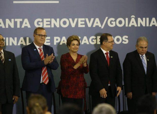 Prefeito Paulo Garcia e presidente Dilma Rousseff comemoram novo aeroporto de Goiânia (Foto: Reprodução)