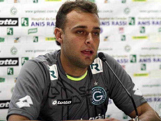 Renan fala à imprensa sobre a sua atuação no Goiás. (Foto: Reprodução/ Internet).