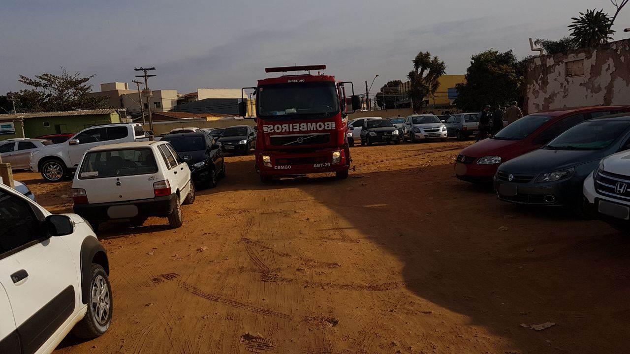 Bombeiros foram acionados para combater o fogo | Foto: Folha Z