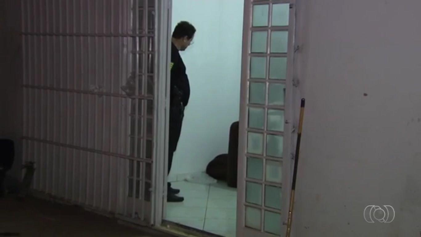 Adolescente estava morto e com corte no perscoço |Foto: Reprodução/TV Anhanguera