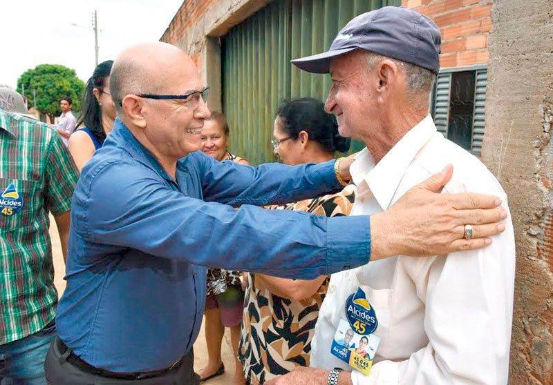 Professor Alcides é o político do povo aparecidense |Foto: Reprodução
