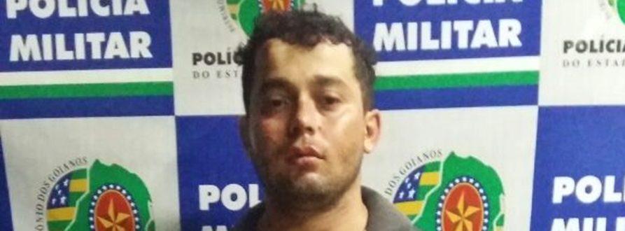Homem é preso ao agredir a esposa e esfaquear o irmão em Goiânia| Foto: Divulgação/Polícia Militar