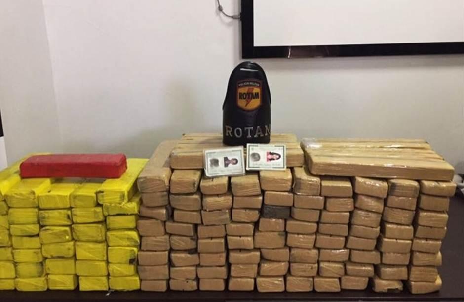 Durante a ocorrência, Rotam prendeu quatro suspeitos de traficar os entorpecentes  Foto: Reprodução/Polícia Militar