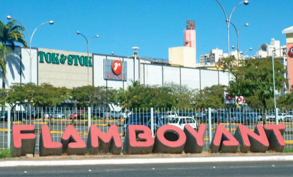 Mulher foi baleada no estacionamento do Shopping Flamboyant | Foto: Reprodução