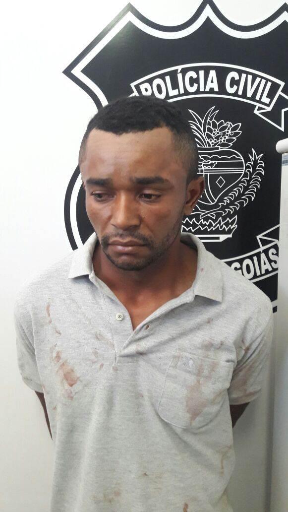 O suspeito fugiu do local, porém foi preso por policiais em Trindade| Foto: Reprodução/Polícia Civil