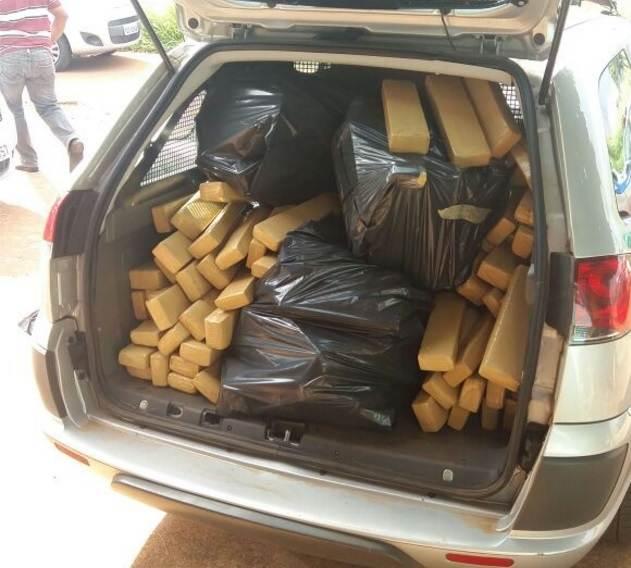Polícia também encontrou 260 kg de droga com o homem   Foto: Divulgação/PM