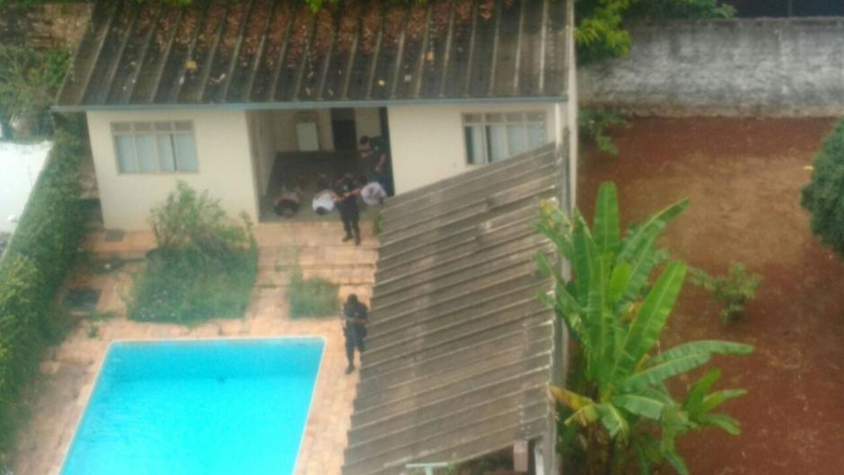 Menores foram cercados dentro de casa para alugar no Setor Bueno   Foto: Divulgação/Polícia Militar