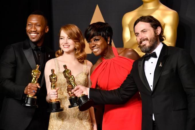 Oscar 2017 é marcado por gafe na entrega do prêmio; confira os vencedores!  Fonte: http://www.otvfoco.com.br/oscar-2017-e-marcado-por-gafe-na-entrega-do-premio-confira-os-vencedores/#ixzz4ZukR4JBJ