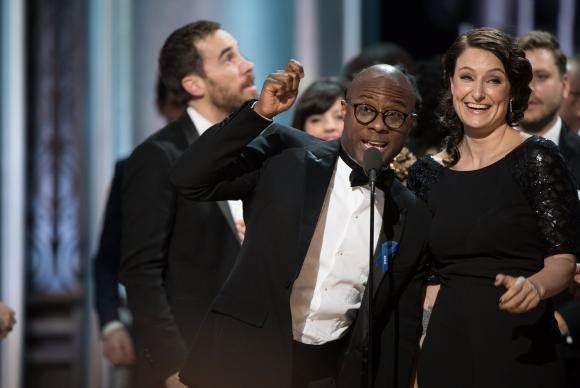 Oscar 2017   O diretor de Moonlight, Barry Jenkins, recebe o Oscar de Melhor Filme após confusão com entrega da estatueta para La La Land EPA/Lusa/Aaron Poole/AMPAS/Direitos Reservados