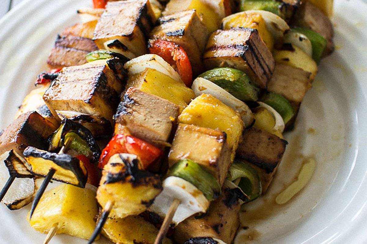 Espetinho vegetariano é opção para aqueles que seguem a tradição cristã | Foto: Reprodução