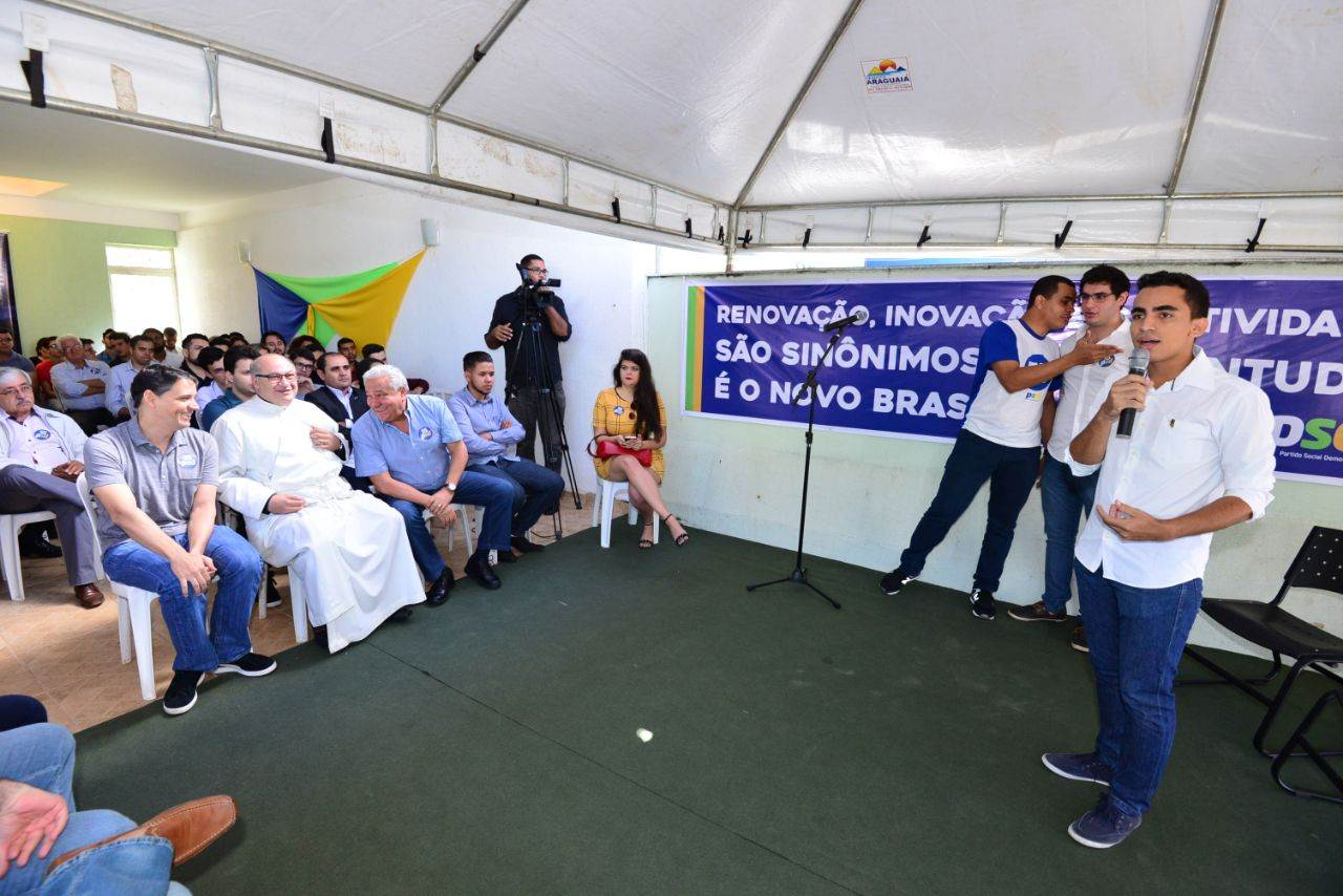 Presidente do PMDB Jovem Eryc Martins discursa em encontro da Juventude do PSD   Foto: Divulgação