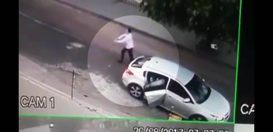 Criminosos chegam em Cruze, avaliado em R$ 90 mil, para roubar Fiat Palio | Foto: Câmeras de Vigilância