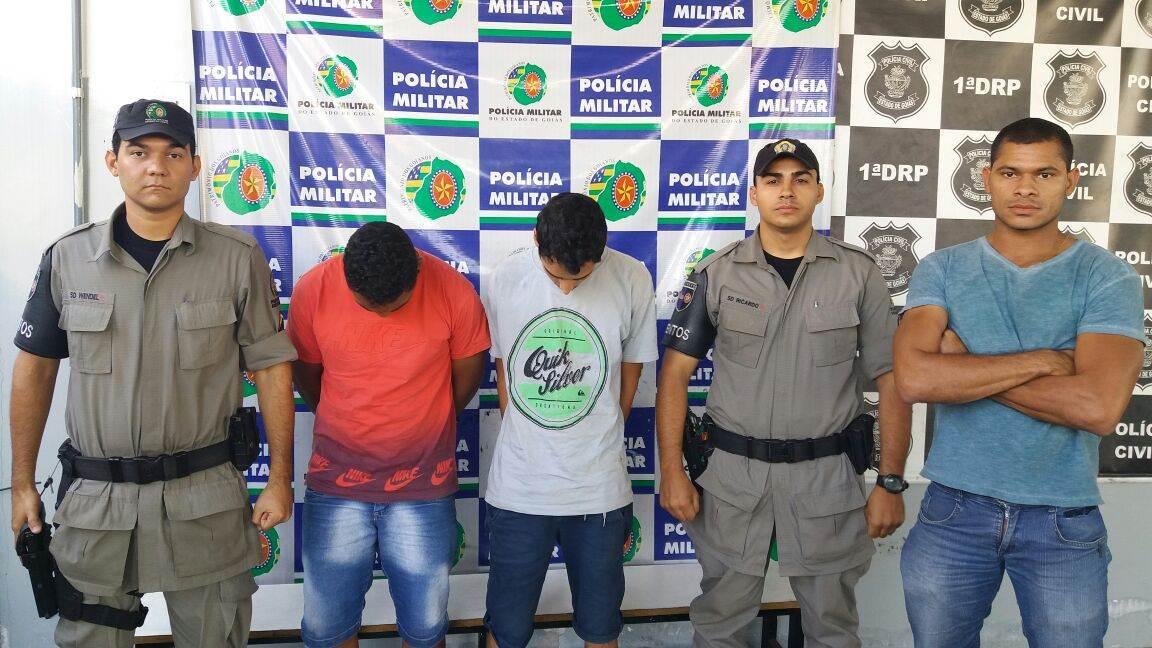 Soldado Júlio Hangel aparece na foto à direita, sem farda | Foto: Divulgação/PM
