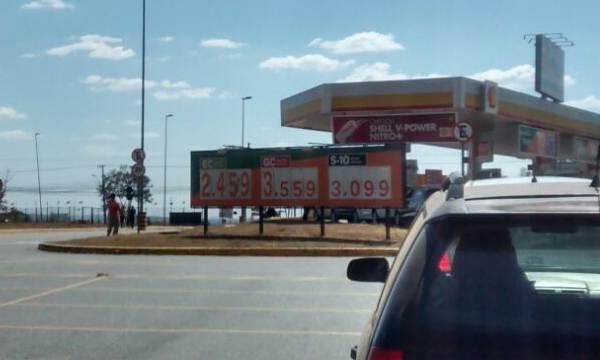 Posto pratica preços de combustíveis sem o reajuste da última segunda-feira, 7   Foto: Marco Faleiro