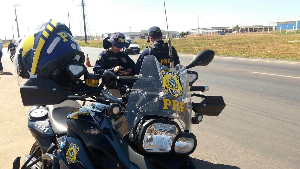 Em pouco mais de 1h, mais de duas dezenas de motociclistas inabilitados são flagrados no Anel Viário   Foto: Divulgação/PRF
