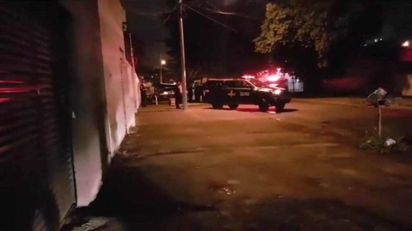 Confronto entre Rotam e foragido ocorreu por volta das 21h de quinta-feira, 28, no Jd América, em Goiânia   Foto: Folha Z