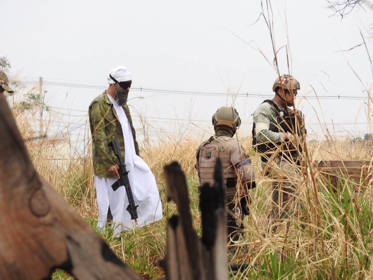 """Intitulada de """"Ataque a Quabun"""", jogo de airsoft simulou um verdadeiro campo de guerra em Goiânia   Foto: Alex Sander Arantes"""