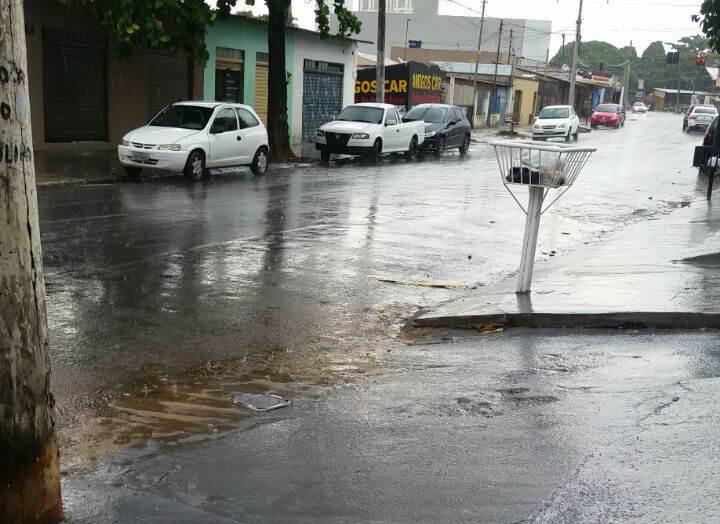 Chuva chega ao Setor dos Funcionários, próximo à Av. Independência | Foto: Leitor / WhatsApp