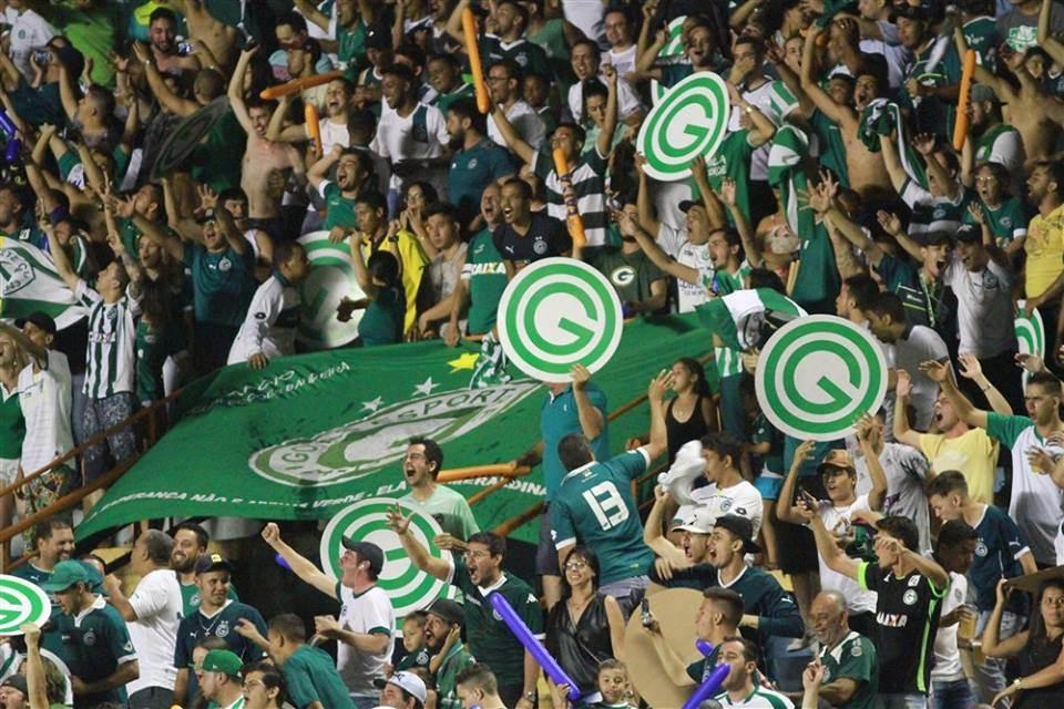 Torcida do Goiás está empolgada com a boa fase do time e não gostou nada da ideia de entregar a partida   Foto: Rosiron Alves / Goiás EC