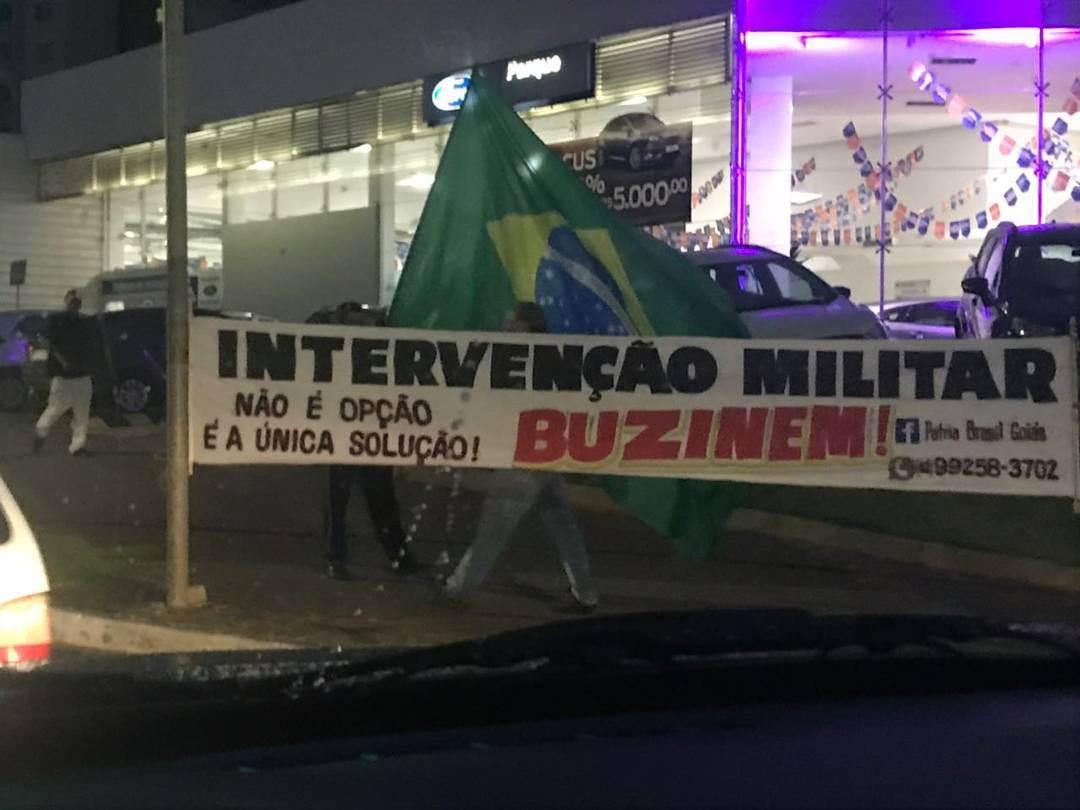 Faixa foi exposta em Goiânia na última quarta-feira, 4 | Foto: Leitor / WhatsApp