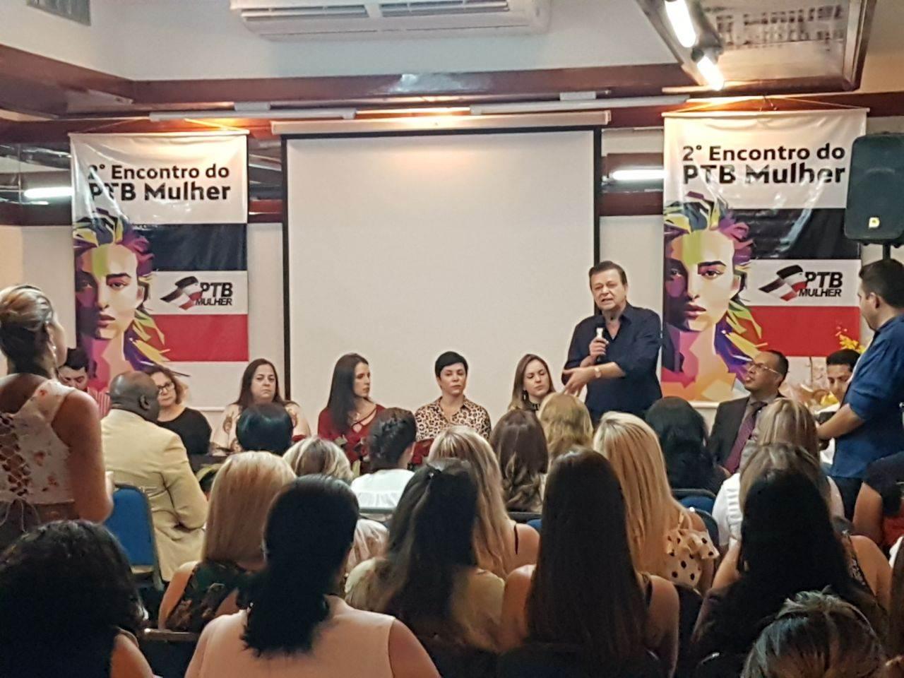 Deputado federal Jovair Arantes fala às mulheres presentes no evento do PTB Mulher   Foto: Valdemy Teixeira