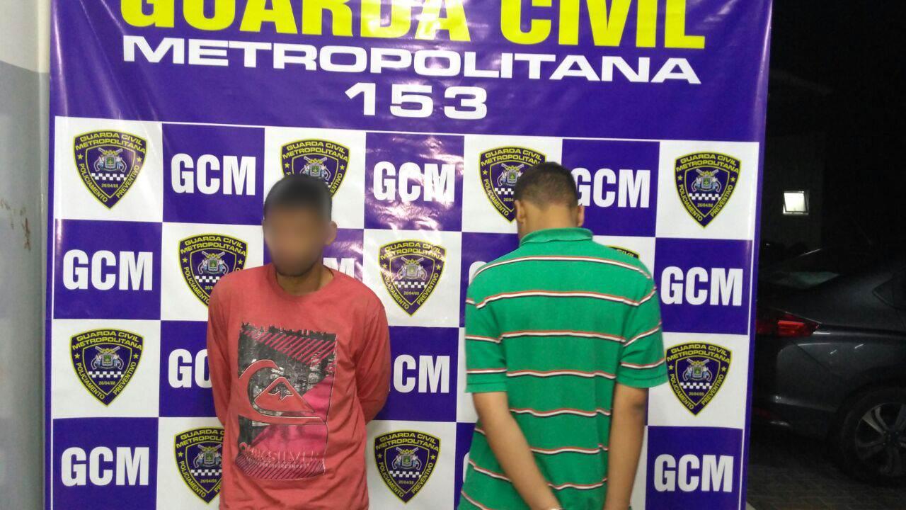 Dupla tinha acabado de tentar assaltar transeunte quando foi interceptada pela Guarda   Foto: Divulgação / GCM