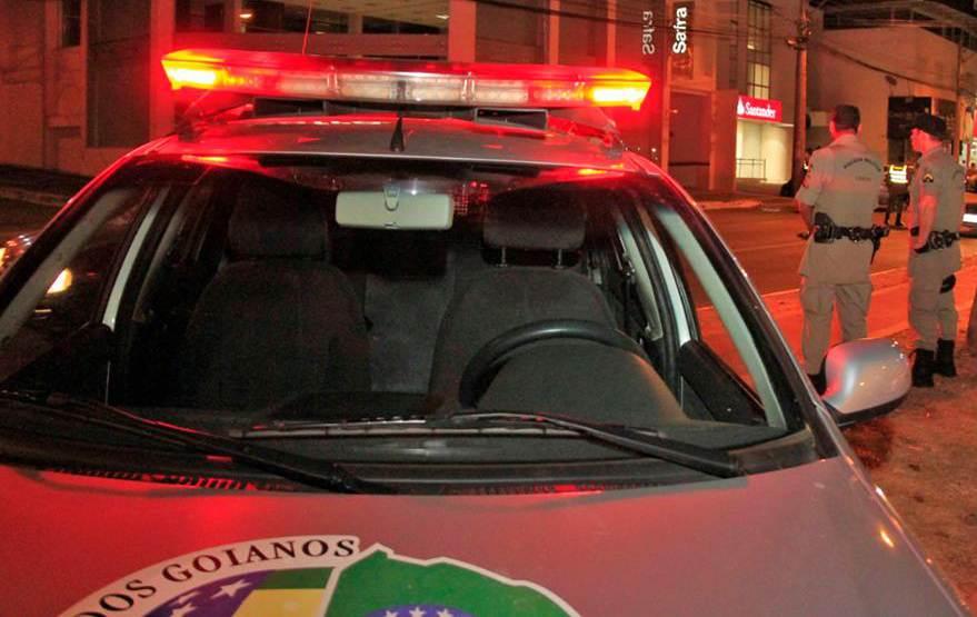 PM foi acionada após vizinhos notarem a presença dos criminosos no Setor Coimbra   Foto: Divulgação / PM