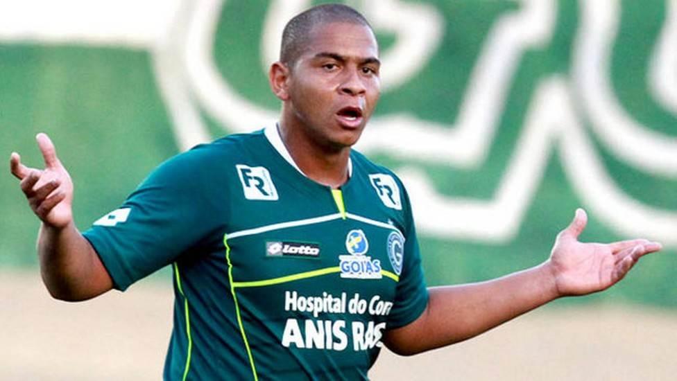 Walter foi campeão brasileiro pelo Goiás em 2012. Quando voltou, em 2016, não conseguiu repetir a boa fase   Foto: Reprodução