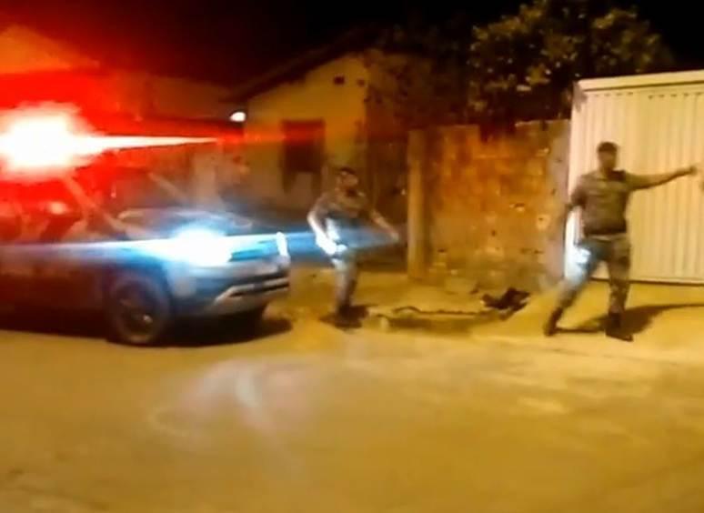Perseguição do Choque a suspeitos de roubo no Setor Vila Moraes, em Goiânia   Foto: Leitor / WhatsApp