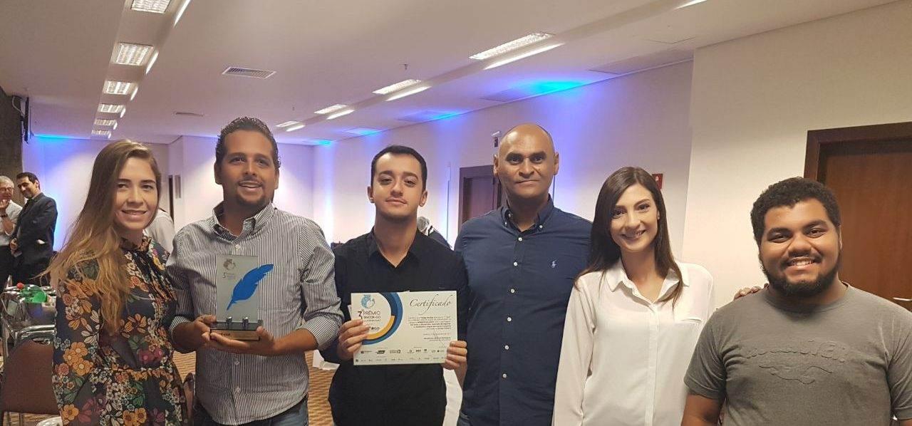 3° Prêmio Sincor Goiás de Jornalismo. Da esquerda para a direita, Jacqueline, Guilherme, Thiago, Altemar, Thais e João Paulo   Foto: Folha Z