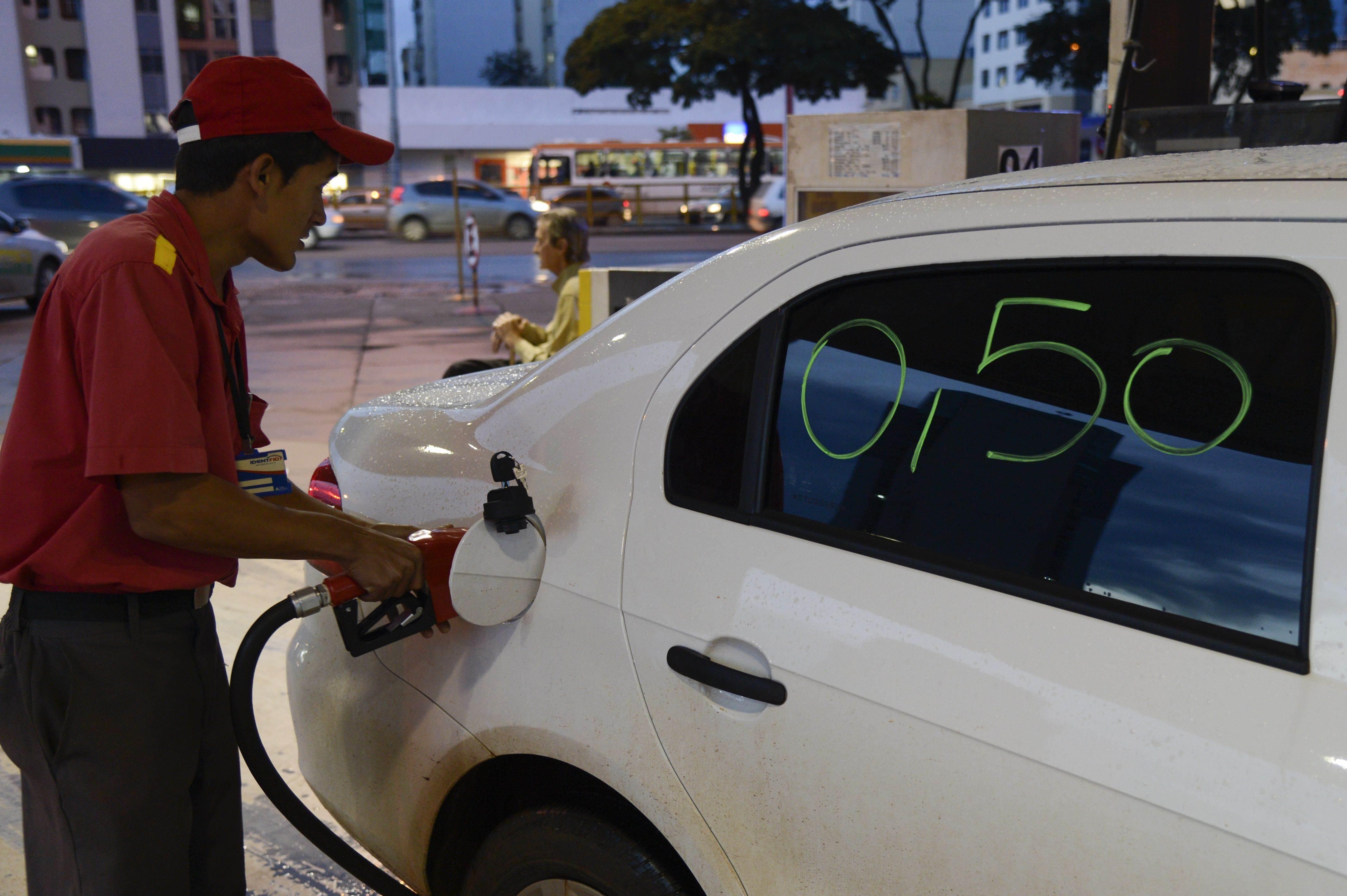 Motoristas marcam protestos contra o aumento dos combustíveis em Goiânia | Foto: Valter Campanato / Agência Brasil