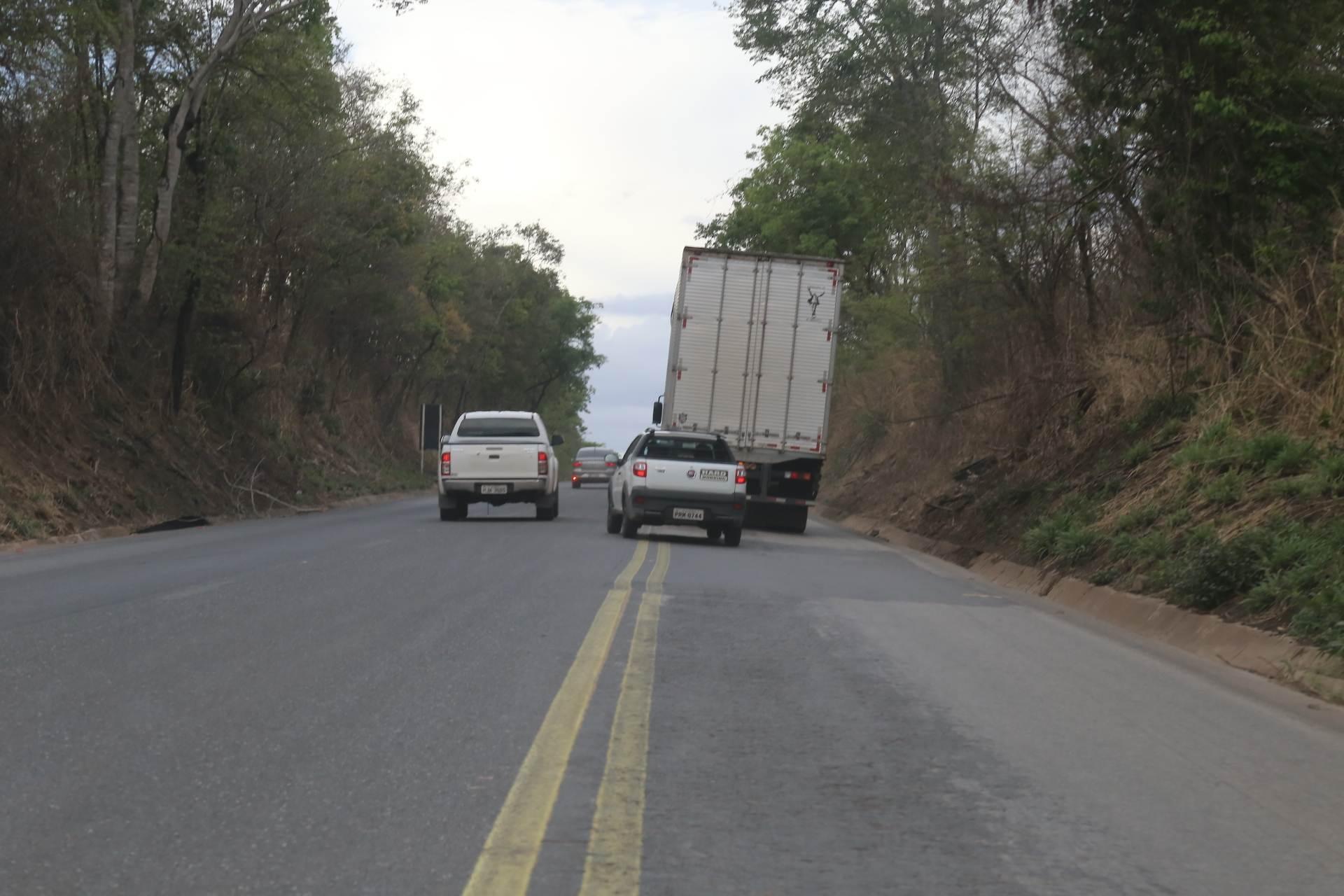 Ultrapassagem em faixa contínua registrada também próximo a cidade de Pirenópolis – Foto: Jackson Rodrigues