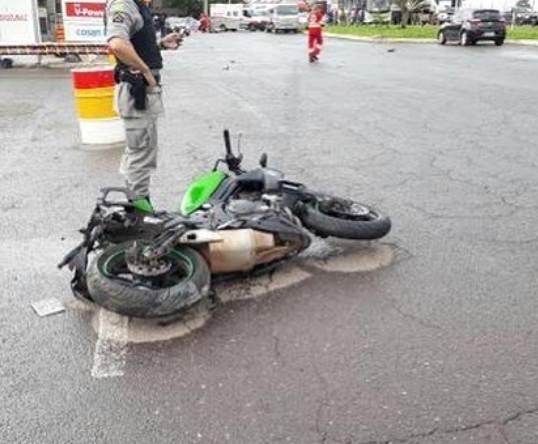 Motociclista colide contra veículo e morre na BR-153, em Goiânia | Foto: Leitor / WhatsApp