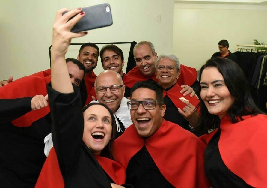 Professor Alcides celebra colação de grau de 13 cursos da Unifan   Foto: Divulgação