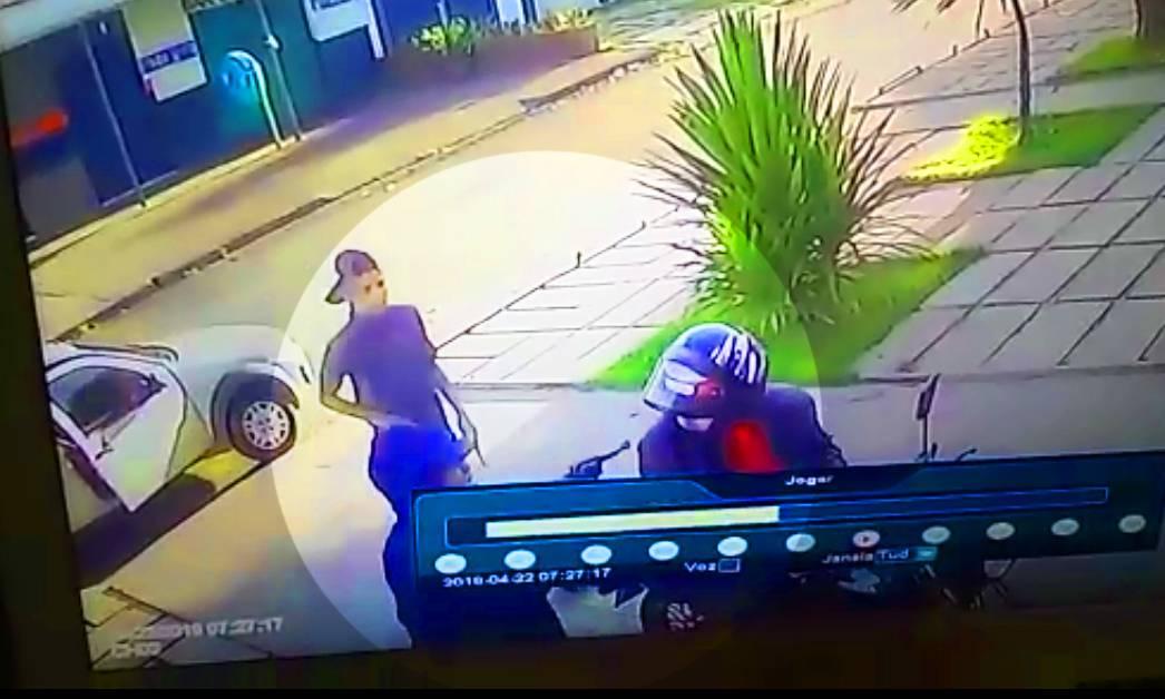 Na porta de casa, empresário é assaltado no Jardim América e perde R$ 28 mil | Foto: Reprodução/ Vigilância