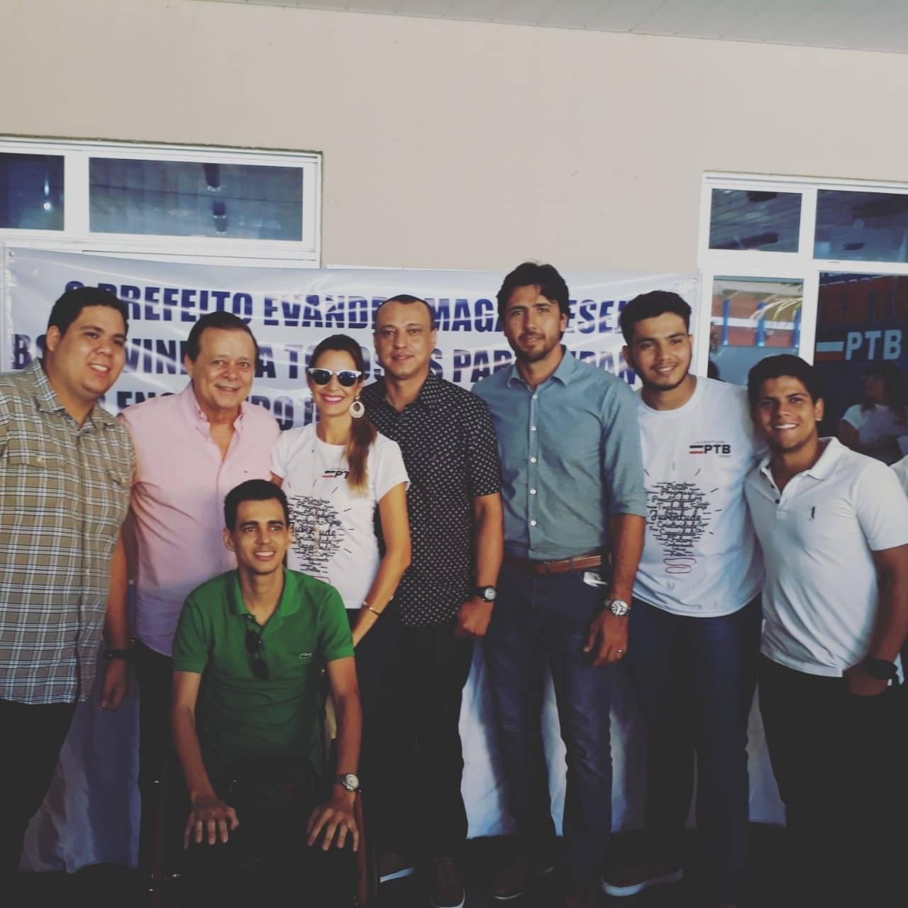 Jovair Arantes, prefeito Paulinho, vereador Danielzinho e lideranças da juventude petebista | Foto: Folha Z
